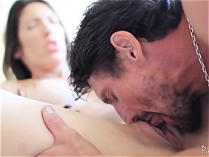 Dava Foxx loves to ride a gigantic man sausage deep in her cootchie