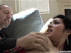 Rampant Andrea Kelly rails this fuck-stick up her wooly poon