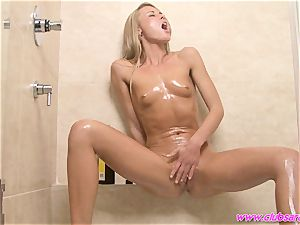spectacular babe Sara Jane drips oil over her steamy assets