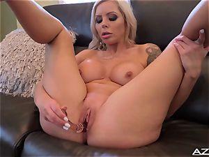 Nina Elle dildos her fuckbox till she reaches orgasm