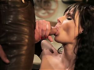 Xena seduces cool Hercules in a messy tavern