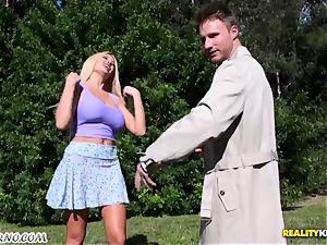 humble dude screws his molten sex-positive neighbor Summer Brielle