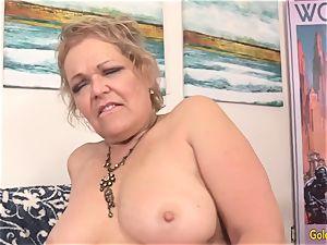 grandma Kelly Leigh Pleasured by Machine
