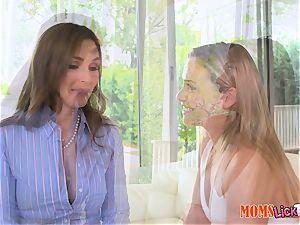 mummy Tanya Tate tongues out super-sexy teen Mia Malkova