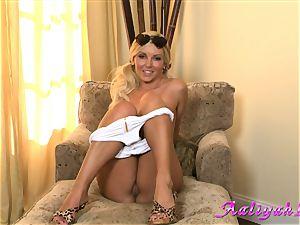 Aaliyah love scorching blondie honey in milky bathing suit