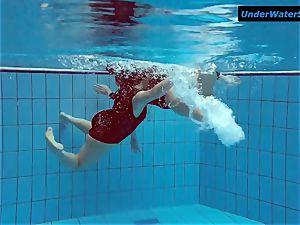 2 steamy teenagers underwater