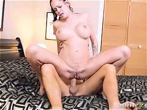 Bad wifey Kelly Summer cheats with a stud motel customer