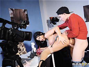 Jasmine Jae plumbed by a humungous sausage