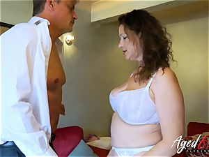 AgedLovE Bussinesman Seduced by super-steamy Mature mummy
