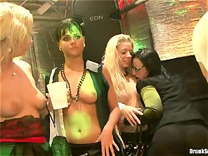 Bibi Fox lock crevice the key of a torrid studs with pals