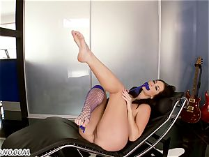 passionate mummy Jayden Jaymes with mega breasts wants dirty hookup