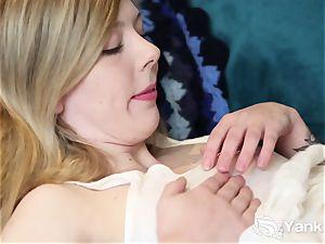 ultra-cute Mae fingering Her unshaved muff