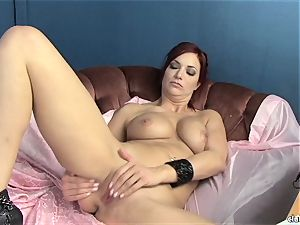 sensual Jayden Cole loves taunting her delicious raw clitoris