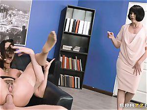 arse banging cougar Ariella Ferrera in the office