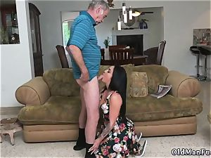 Mature guy smashes youthful dame Frannkie s a swift learner!